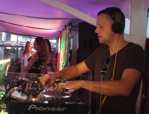 Parties enlivened with the best DJs Benidorm Celebrations™ Pool Party Resort (Adults Only) Apartamentos