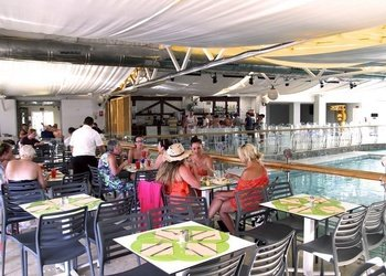 BUFFET RESTAURANT Benidorm Celebrations™ Pool Party Resort (Adults Only) Apartamentos