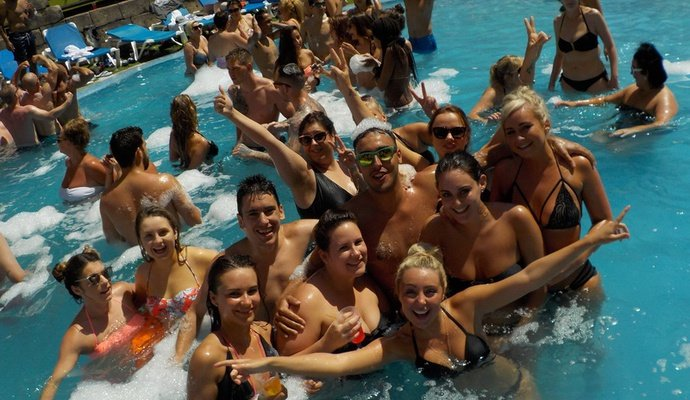 Free access to all our Parties! Benidorm Celebrations™ Pool Party Resort (Adults Only) Apartamentos