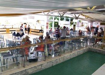 Snacks en bares y restaurante Benidorm Celebrations™ Pool Party Resort (Adults Only) Apartamentos