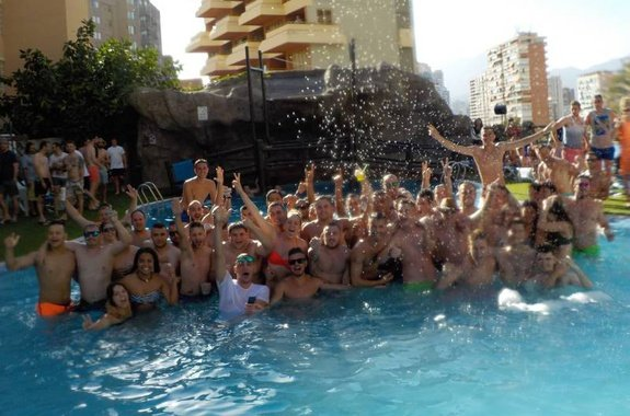 Get you Day Pass! Benidorm Celebrations™ Pool Party Resort (Adults Only) Apartamentos